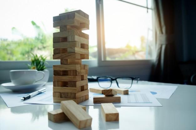 organizacao-de-construcao-incerteza-escolha-risco-abstrato_1418-587